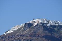 Vues merveilleuses de la ville de Fira sur une montagne sur l'île de Santorini de hautes mers Architecture, paysages, Crui photo libre de droits