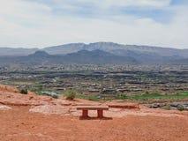 Vues panoramiques de désert et de ville des sentiers de randonnée autour de St George Utah autour de Beck Hill, Chuckwalla, mur d Images libres de droits