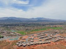 Vues panoramiques de désert et de ville des sentiers de randonnée autour de St George Utah autour de Beck Hill, Chuckwalla, mur d Photographie stock