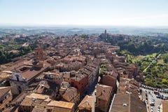 Vues panoramiques de ville de matin de Sienne Images libres de droits