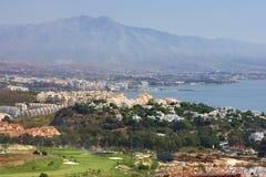 Vues par Duquesa et Manilva à travers à l'escroquerie de Marbella et de La Images stock