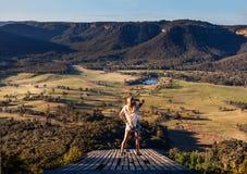 Vues scéniques de vallée de Kanimba et escarpement bleu de montagnes images libres de droits