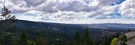 Vues tôt de forêt de panorama d'automne de fin d'été augmentant par des arbres dans le canyon indien, la boucle de canyon de Neuf photographie stock