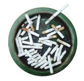 Vuil Asbakjehoogtepunt van sigaretten Geïsoleerd op wit Royalty-vrije Stock Foto's