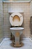 Vuil oud toilet Royalty-vrije Stock Fotografie