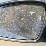 Vuile automobiele spiegel royalty-vrije stock afbeelding