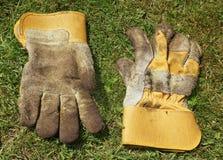 Vuile het tuinieren handschoenen Royalty-vrije Stock Afbeeldingen