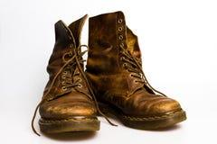 Vuile oude bruine laarzen Royalty-vrije Stock Foto's