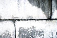 Vuile oude muur van concrete blokken Stock Afbeelding