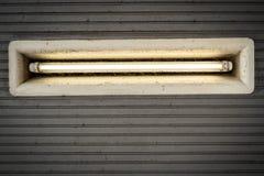 Vuile plafondverlichting in de ingang van de metro Landungsbr royalty-vrije stock fotografie