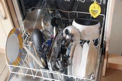 Vuile schotels in afwasmachine Stock Fotografie