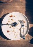Vuile Schotels met Voedselschroot Stock Foto