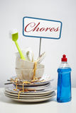 Vuile schotelsstapel die het wassen omhoog op witte achtergrond wensen Stock Afbeeldingen