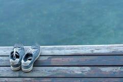 Vuile verlaten schoenen Royalty-vrije Stock Fotografie