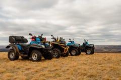 Vuile vier Vierlingfietsen op gebied, avontuur, ruw terrein, extreem weekend royalty-vrije stock foto's