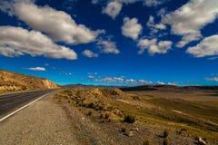 Vuile weg in Peruviaanse bergen royalty-vrije stock fotografie