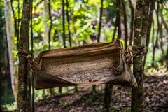 Vuilnisbak van bladeren wordt gemaakt dat stock afbeelding