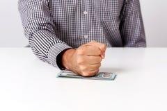 Vuist op rekeningen van dollars Stock Fotografie