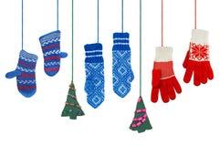 Vuisthandschoenen en een paar Kerstbomen Royalty-vrije Stock Foto's
