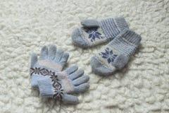 Vuisthandschoenen en handschoenen Stock Foto's