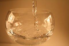 Vul waterglas stock afbeelding