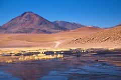 Vulcão Cerro Colorado perto de Rio Putana, Atacama fotos de stock royalty free