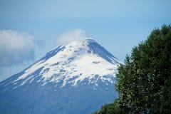 Vulcão coberto de neve Osorno da altura no Chile imagem de stock royalty free
