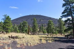Vulcão da cratera do por do sol fotografia de stock