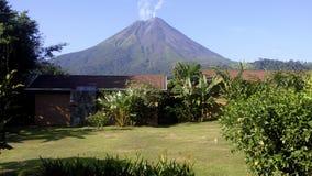 Vulcão de Arenal que entra em erupção Fotografia de Stock Royalty Free