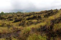 Vulcão de Batur e de montanha de Agung vista panorâmica no nascer do sol de Kintamani imagem de stock