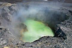 Vulcão de Ebeko, ilha de Paramushir, ilhas de Kuril, Rússia Fotos de Stock