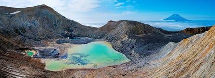 Vulcão de Ebeko, ilha de Paramushir, Rússia Foto de Stock