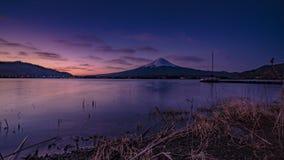 Vulcão de Fuji da beira do lago do kawaguchiko do formulário de japão fotografia de stock royalty free