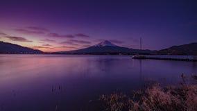 Vulcão de Fuji da beira do lago do kawaguchiko do formulário de japão foto de stock