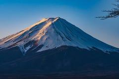 Vulcão de Fuji da beira do lago do kawaguchiko do formulário de japão foto de stock royalty free