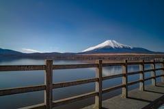 Vulcão de Fuji da beira do lago do kawaguchiko do formulário de japão fotos de stock