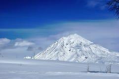 Vulcão de Kamchatskiy em Kamchatka imagem de stock royalty free