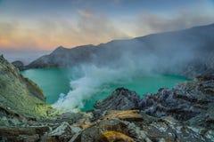 Vulcão de Kawah Ijen em Java imagens de stock royalty free