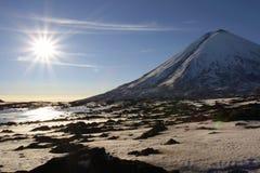 Vulcão de Kluchevskoy. Foto de Stock