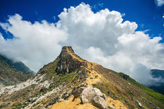 Vulcão de Sibayak perto de Berastagi em Sumatra do norte fotos de stock royalty free