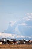 Vulcão e casas de Eyjafjallajokull Foto de Stock