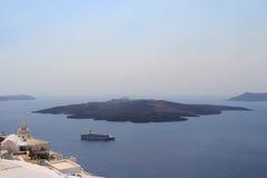 Vulcão na ilha de Santorini, Grécia ilustração do vetor