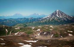 Vulcões de Kamchatka na palma de sua mão Fotos de Stock Royalty Free