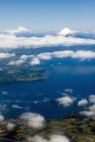 Vulcões no Chile Osorno e em Puyehue fotografia de stock