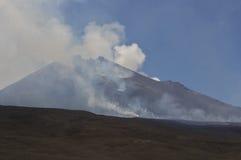 vulcan etna liggande Royaltyfria Bilder