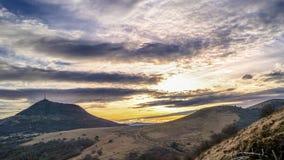 Vulcani e cielo drammatico Fotografia Stock Libera da Diritti