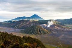 Vulcani incredibili di Semeru e di Bromo a Java immagine stock