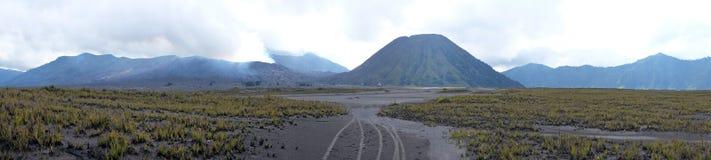 从vulcanic区域的全景在Java印度尼西亚的Bromo vulcano 免版税库存图片