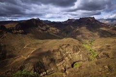 Vulcaniclandschap met Dramatische Wolken Royalty-vrije Stock Foto's