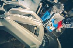 Vulcanizando o serviço dos pneus Foto de Stock